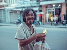 Nụ cười vô lo của người đàn ông lang thang khiến nhiều người cảm thấy bình yên: