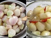 Đầu bếp nổi tiếng tiết lộ bí kíp muối dưa hành không nổi váng trắng, giòn ngon đặc biệt cho ngày Tết