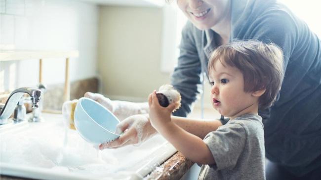 Phía sau những đứa trẻ xuất sắc là những bậc cha mẹ biết lùi về phía sau-1