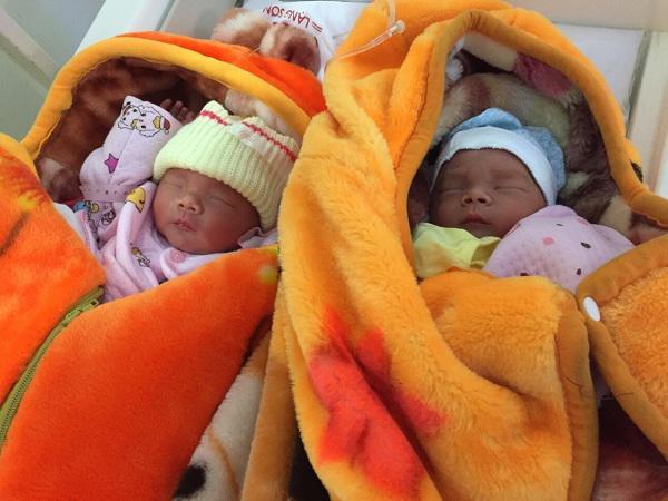 Sinh thường khi mang thai đôi, người mẹ mãi mãi ra đi mà chưa kịp nhìn mặt 2 con-1