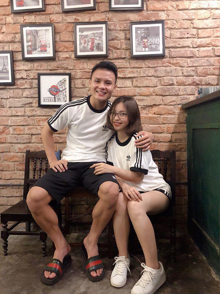 Bóc giá loạt hàng hiệu chất như núi của hai cô bạn gái cầu thủ Duy Mạnh, Quang Hải: Ai mạnh hơn?-1