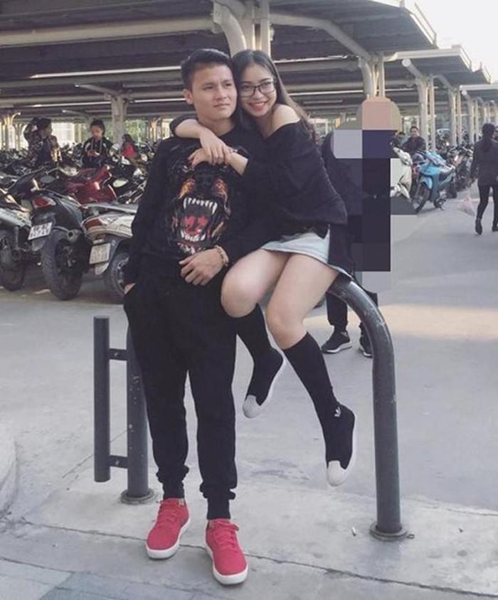 Bóc giá loạt hàng hiệu chất như núi của hai cô bạn gái cầu thủ Duy Mạnh, Quang Hải: Ai mạnh hơn?-2