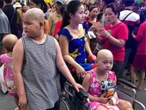 """Những em bé ung thư đi hội chợ, chơi Tết trong… bệnh viện: """"Con ước cả thế giới không còn bệnh nữa"""""""