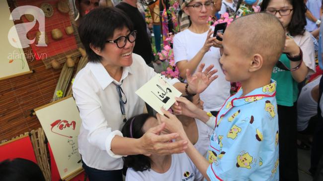 """Những em bé ung thư đi hội chợ, chơi Tết trong… bệnh viện: Con ước cả thế giới không còn bệnh nữa""""-9"""