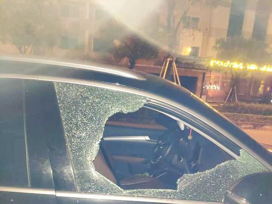 Nam thanh niên táo tợn đập cửa kính xế hộp, trộm hơn 35 triệu đồng-1