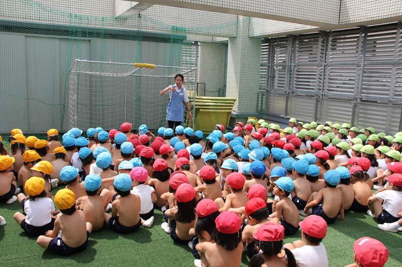 Giáo dục cởi trần - phương pháp kỳ lạ bắt học sinh không mặc áo suốt 40 năm tại một trường học ở Nhật Bản-6