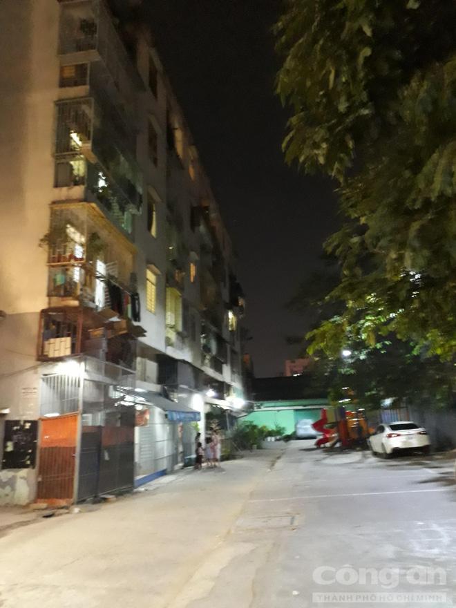 Chung cư ở trung tâm Sài Gòn nghiêng nghiêm trọng, khẩp cấp di dời dân trong đêm-6
