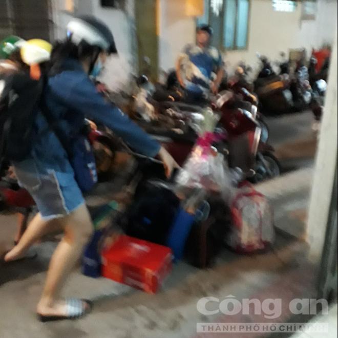 Chung cư ở trung tâm Sài Gòn nghiêng nghiêm trọng, khẩp cấp di dời dân trong đêm-8