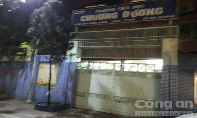 Chung cư ở trung tâm Sài Gòn nghiêng nghiêm trọng, khẩp cấp di dời dân trong đêm-10