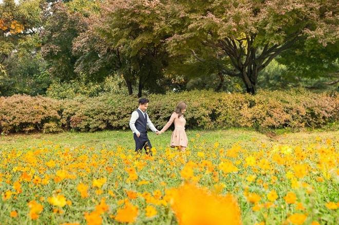 Tiến Đạt cười rạng rỡ bên bà xã giữa khung cảnh lãng mạn ở Hàn Quốc-2