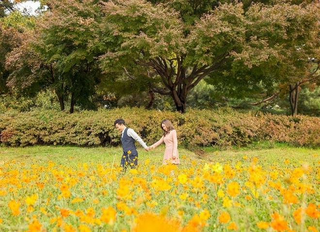 Tiến Đạt cười rạng rỡ bên bà xã giữa khung cảnh lãng mạn ở Hàn Quốc-3