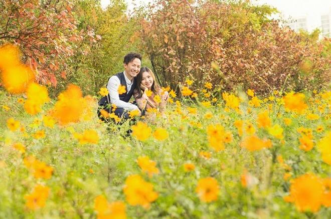 Tiến Đạt cười rạng rỡ bên bà xã giữa khung cảnh lãng mạn ở Hàn Quốc-1