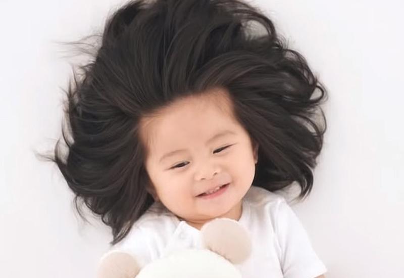 Mẹ bỉm sữa thả tim ầm ầm cho những bé sơ sinh uống sữa chỉ để nuôi tóc-1