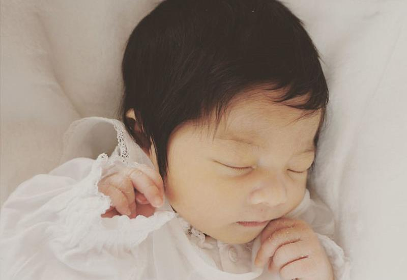 Mẹ bỉm sữa thả tim ầm ầm cho những bé sơ sinh uống sữa chỉ để nuôi tóc-4