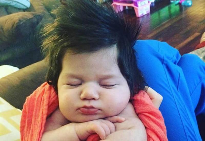 Mẹ bỉm sữa thả tim ầm ầm cho những bé sơ sinh uống sữa chỉ để nuôi tóc-15