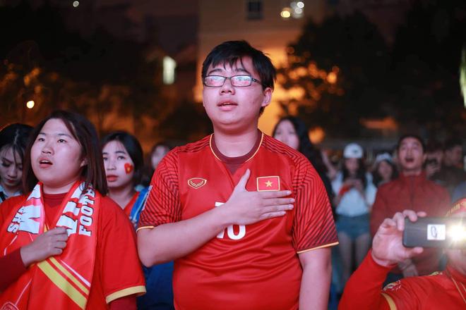 Tứ kết Việt Nam - Nhật Bản: CĐV tiếc nuối khi tuyển Việt Nam phải rời Asian Cup 2019-31