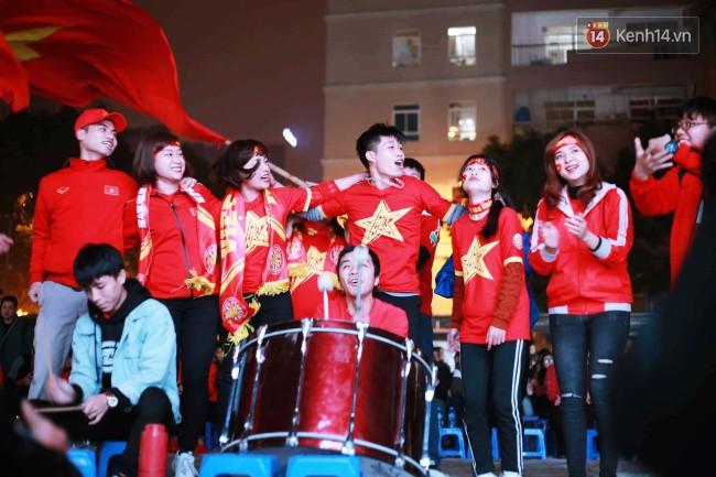 Tứ kết Việt Nam - Nhật Bản: CĐV tiếc nuối khi tuyển Việt Nam phải rời Asian Cup 2019-51