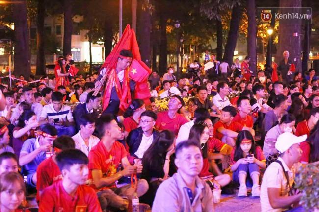 Tứ kết Việt Nam - Nhật Bản: CĐV tiếc nuối khi tuyển Việt Nam phải rời Asian Cup 2019-54