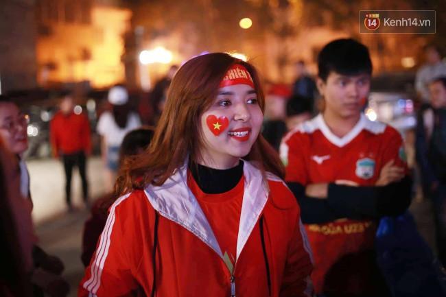 Tứ kết Việt Nam - Nhật Bản: CĐV tiếc nuối khi tuyển Việt Nam phải rời Asian Cup 2019-49