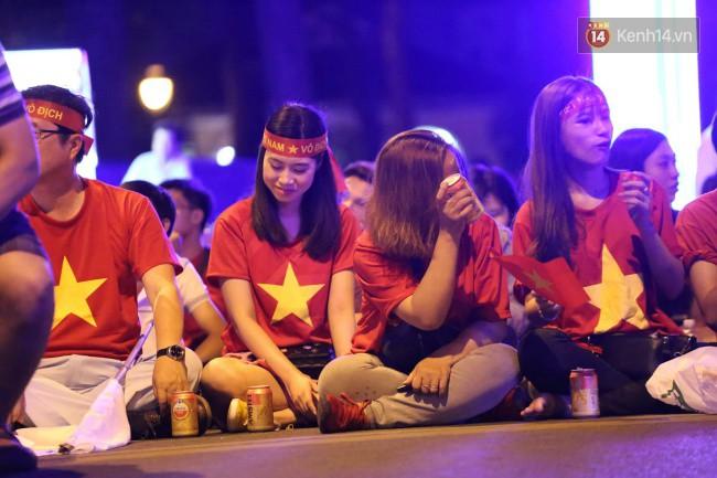 Tứ kết Việt Nam - Nhật Bản: CĐV tiếc nuối khi tuyển Việt Nam phải rời Asian Cup 2019-33
