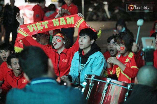 Tứ kết Việt Nam - Nhật Bản: CĐV tiếc nuối khi tuyển Việt Nam phải rời Asian Cup 2019-47