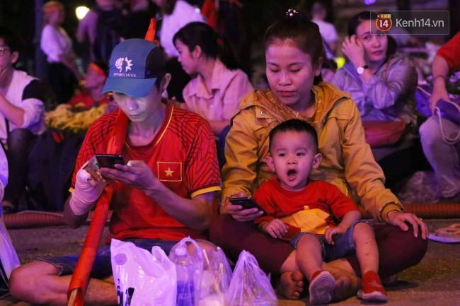 Tứ kết Việt Nam - Nhật Bản: CĐV tiếc nuối khi tuyển Việt Nam phải rời Asian Cup 2019-65
