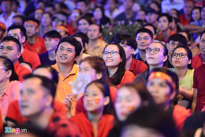 Tứ kết Việt Nam - Nhật Bản: CĐV tiếc nuối khi tuyển Việt Nam phải rời Asian Cup 2019-27