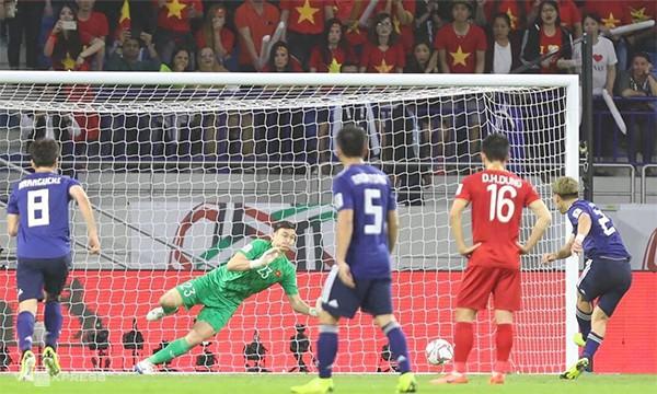 Xót xa hình ảnh các tuyển thủ Việt Nam áo ướt đẫm mồ hôi, thi đấu hết mình đến tận phút cuối cùng của trận Tứ kết khốc liệt-1
