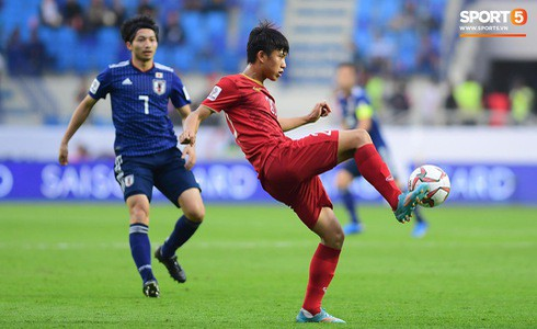 Xót xa hình ảnh các tuyển thủ Việt Nam áo ướt đẫm mồ hôi, thi đấu hết mình đến tận phút cuối cùng của trận Tứ kết khốc liệt-5