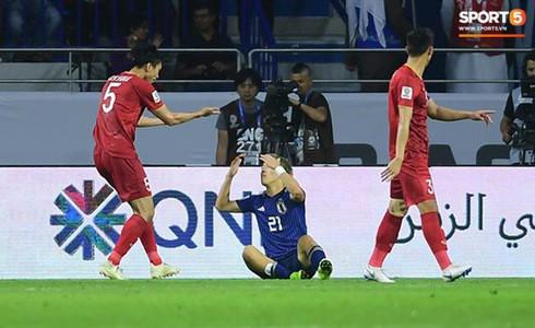 Xót xa hình ảnh các tuyển thủ Việt Nam áo ướt đẫm mồ hôi, thi đấu hết mình đến tận phút cuối cùng của trận Tứ kết khốc liệt-6
