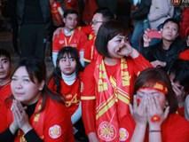 Ảnh, clip: CĐV ôm mặt khóc như mưa khi tuyển Việt Nam phải dừng bước tại tứ kết Asian Cup 2019