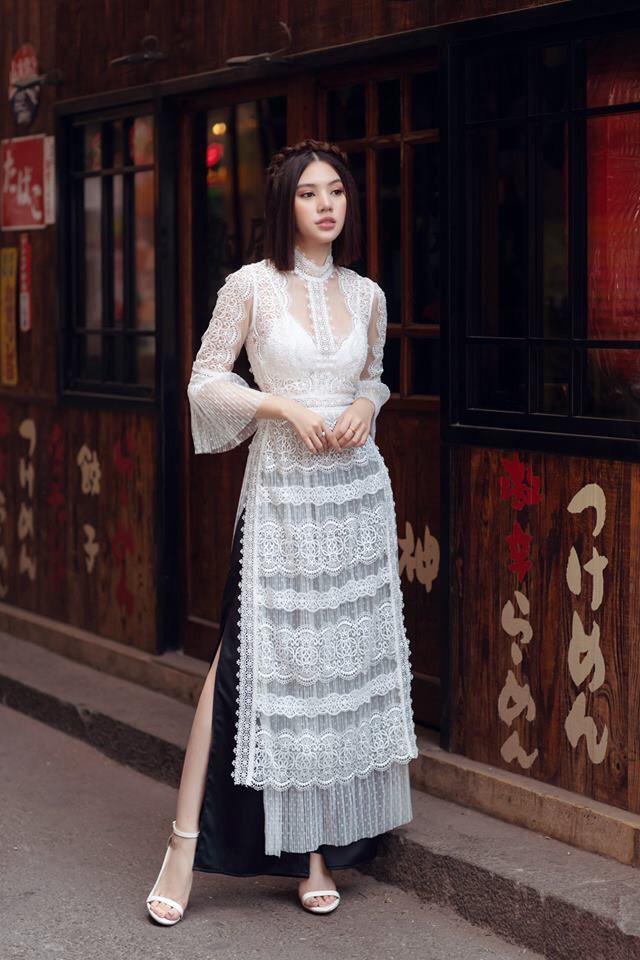 Sau ồn ào với hội bạn thân, Jolie Nguyễn tung bộ ảnh diện áo dài đón Tết cực dịu dàng-1
