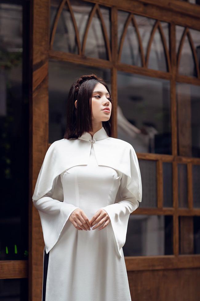 Sau ồn ào với hội bạn thân, Jolie Nguyễn tung bộ ảnh diện áo dài đón Tết cực dịu dàng-3