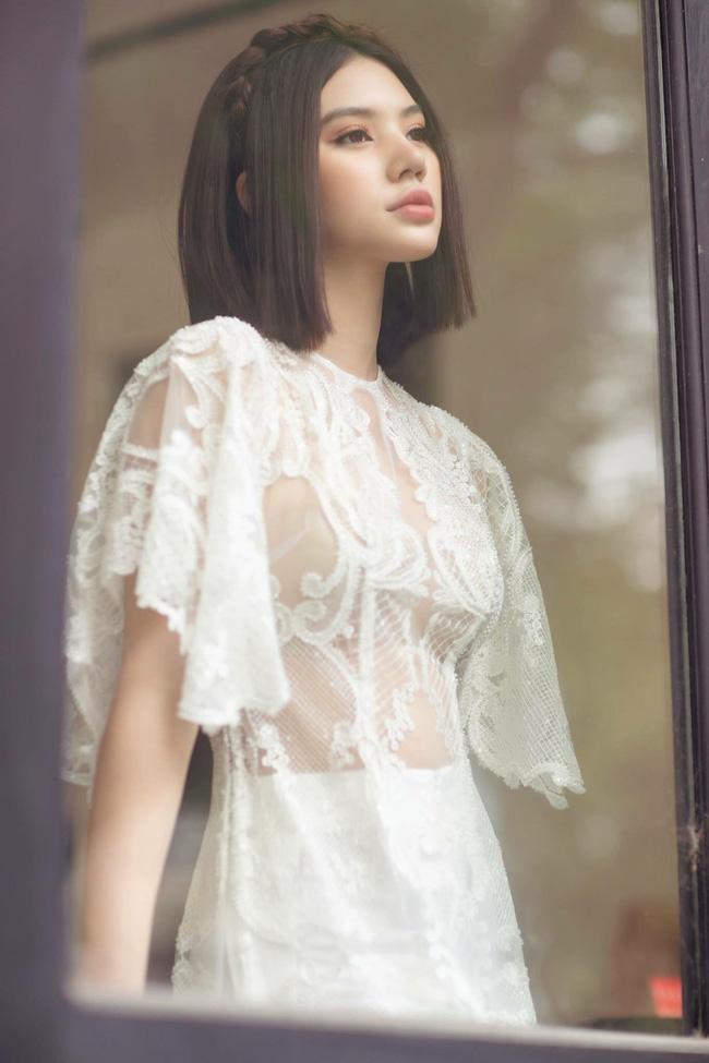 Sau ồn ào với hội bạn thân, Jolie Nguyễn tung bộ ảnh diện áo dài đón Tết cực dịu dàng-7