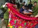 Vụ hai mẹ con hiệu phó tử vong bất thường ở Phú Thọ: Phát hiện chăn và áo khoác nghi của hung thủ-2