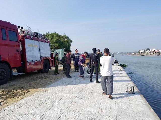 Vụ xe ô tô lao xuống sông: Tìm thấy thi thể người vợ-2