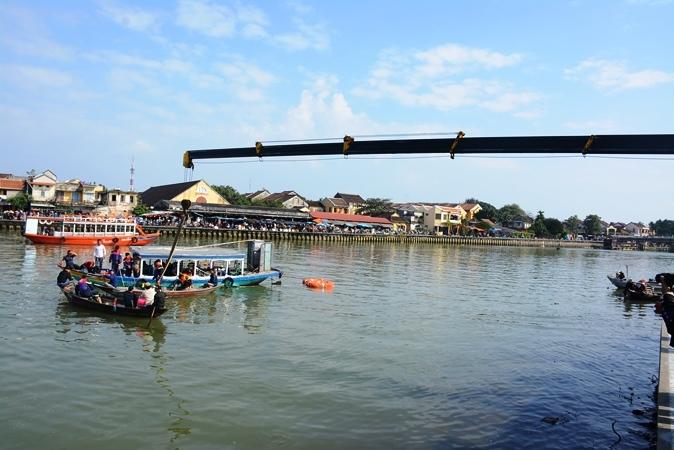 Lao ô tô xuống sông Hoài: Lặng người cảnh vớt thi thể bé trai 6 tuổi-8
