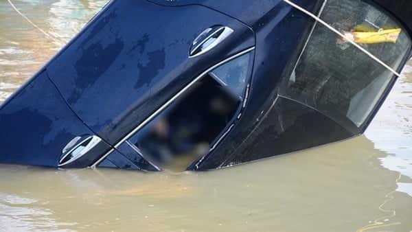 Lao ô tô xuống sông Hoài: Lặng người cảnh vớt thi thể bé trai 6 tuổi-3