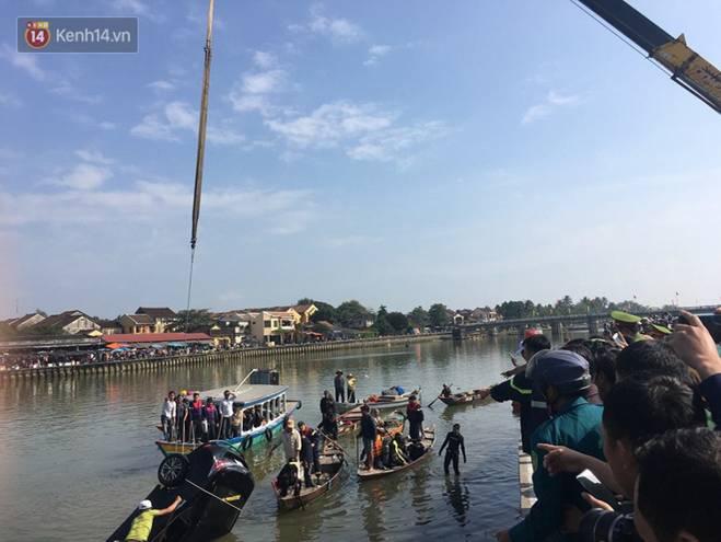 Nhói lòng 8 giờ đồng hồ trục vớt thi thể đôi vợ chồng và bé trai 6 tuổi trong ô tô lao xuống sông ở Quảng Nam-7