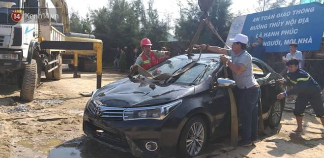 Nhói lòng 8 giờ đồng hồ trục vớt thi thể đôi vợ chồng và bé trai 6 tuổi trong ô tô lao xuống sông ở Quảng Nam-12