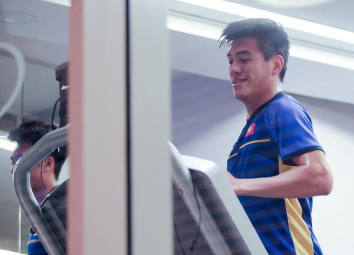 Tuyển Việt Nam hăng say tập gym trước trận gặp Yemen-8