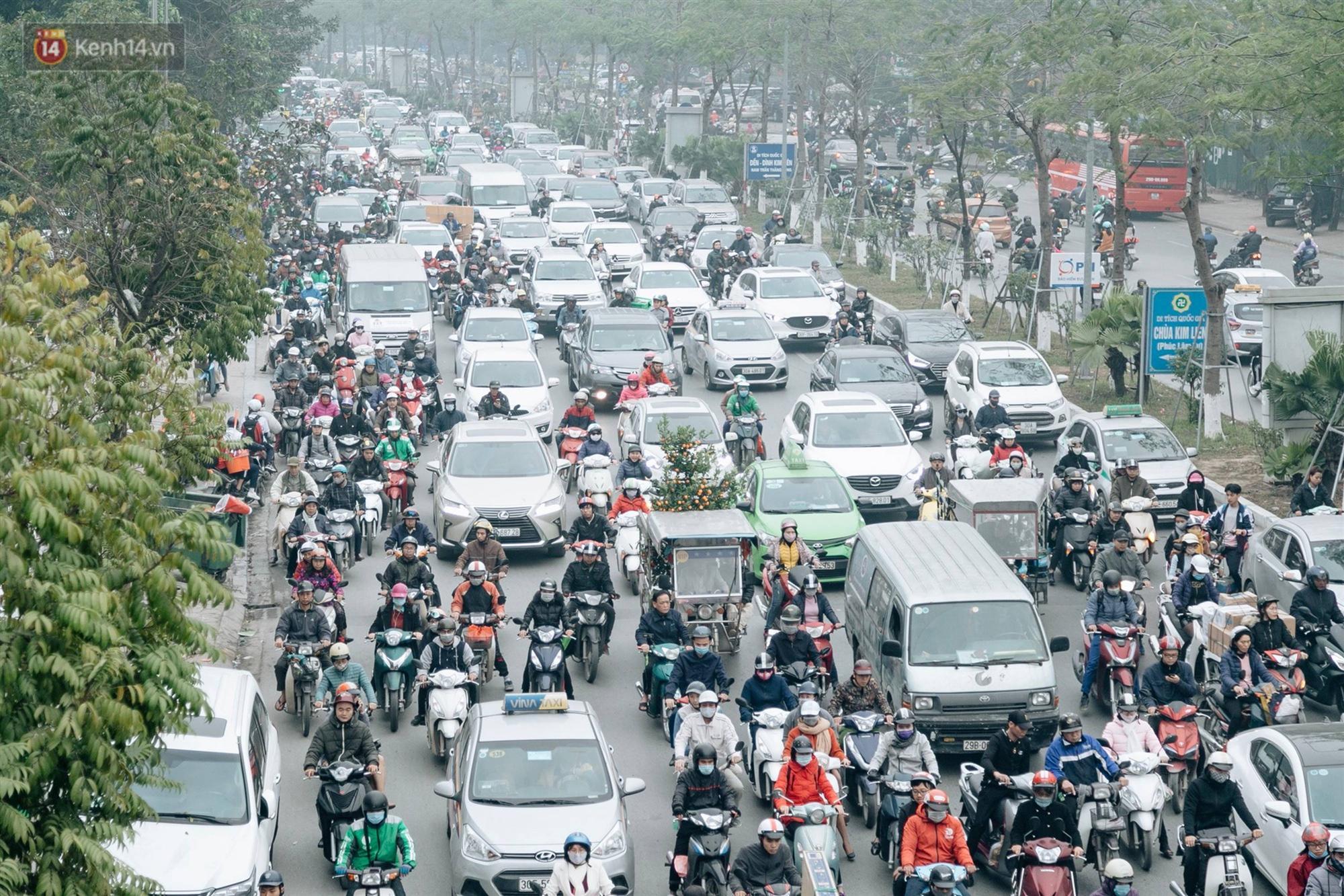 Chùm ảnh: Từ 3h chiều, đường phố Hà Nội ùn tắc không lối thoát ngày giáp Tết-1