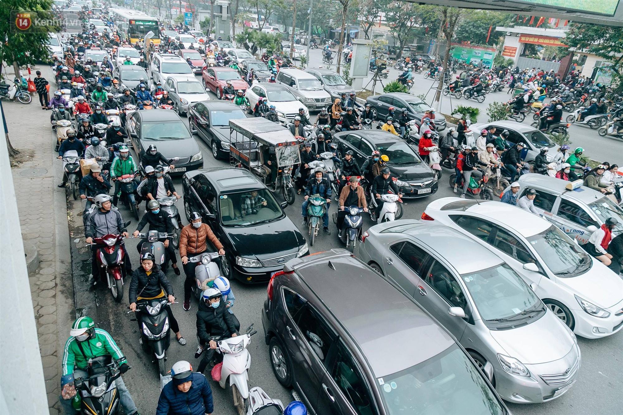 Chùm ảnh: Từ 3h chiều, đường phố Hà Nội ùn tắc không lối thoát ngày giáp Tết-2