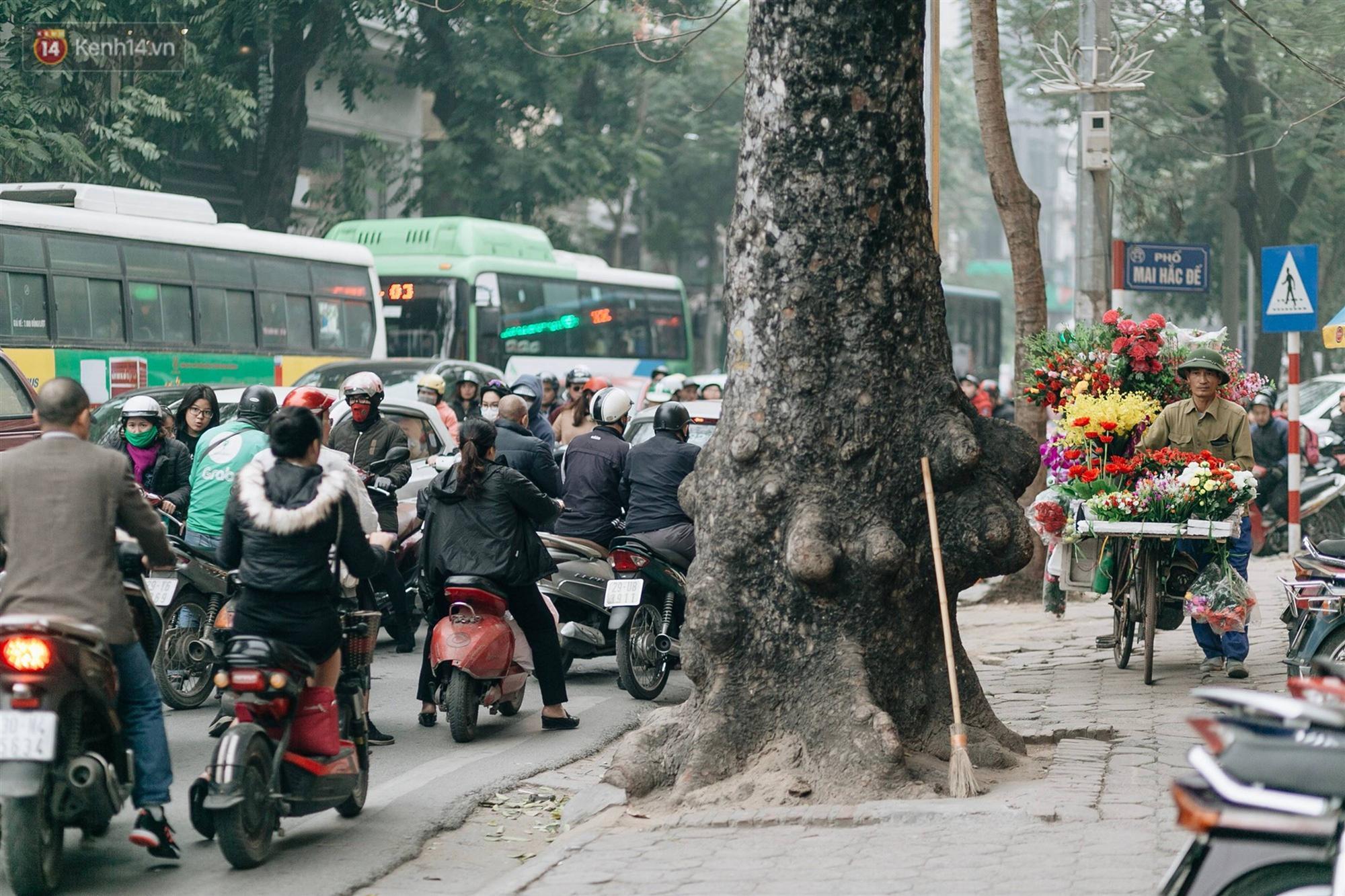 Chùm ảnh: Từ 3h chiều, đường phố Hà Nội ùn tắc không lối thoát ngày giáp Tết-3