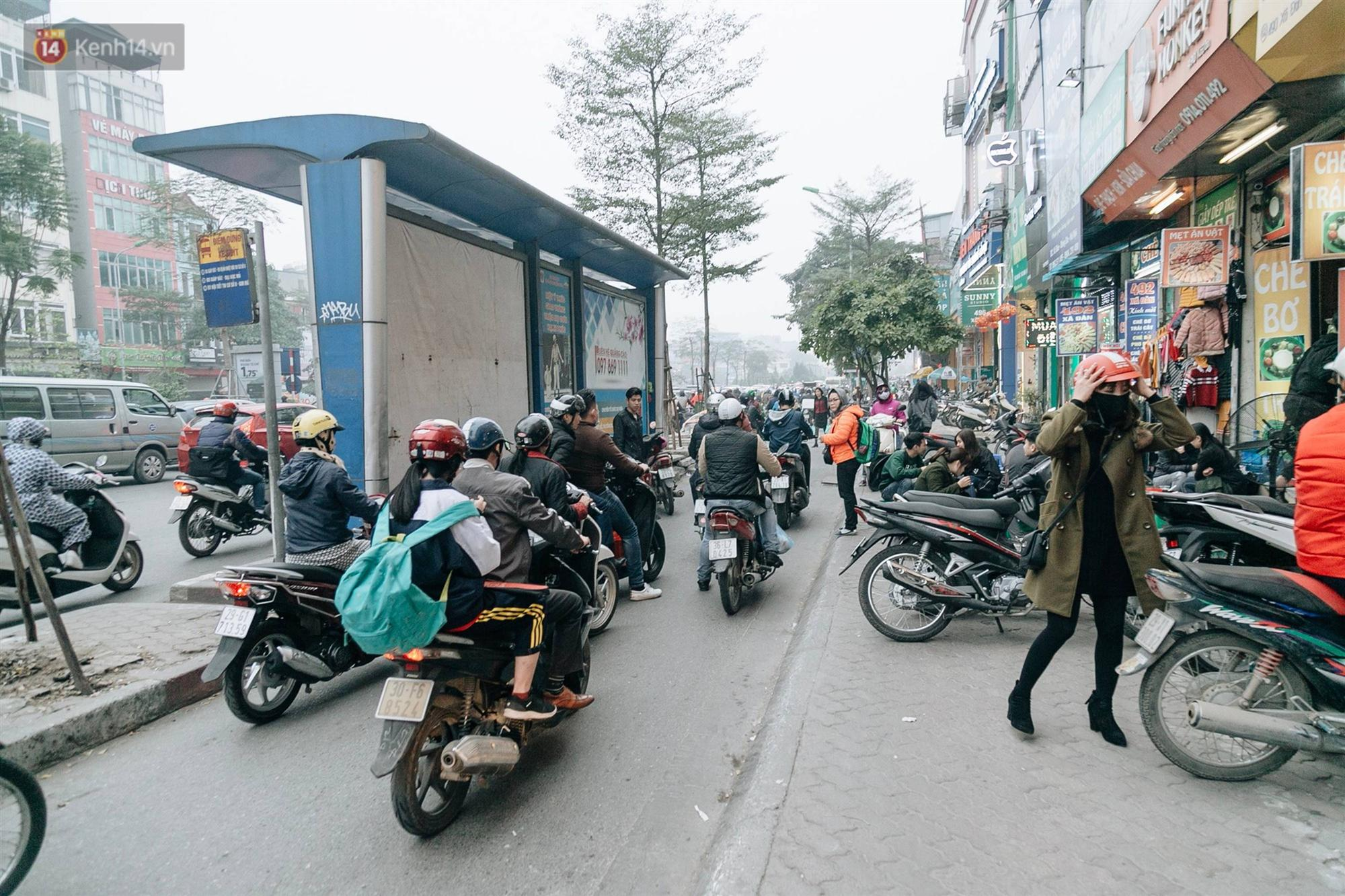 Chùm ảnh: Từ 3h chiều, đường phố Hà Nội ùn tắc không lối thoát ngày giáp Tết-4
