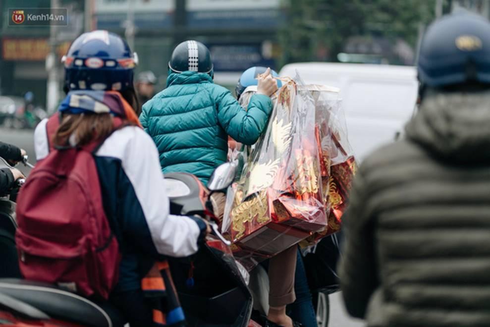 Chùm ảnh: Từ 3h chiều, đường phố Hà Nội ùn tắc không lối thoát ngày giáp Tết-12