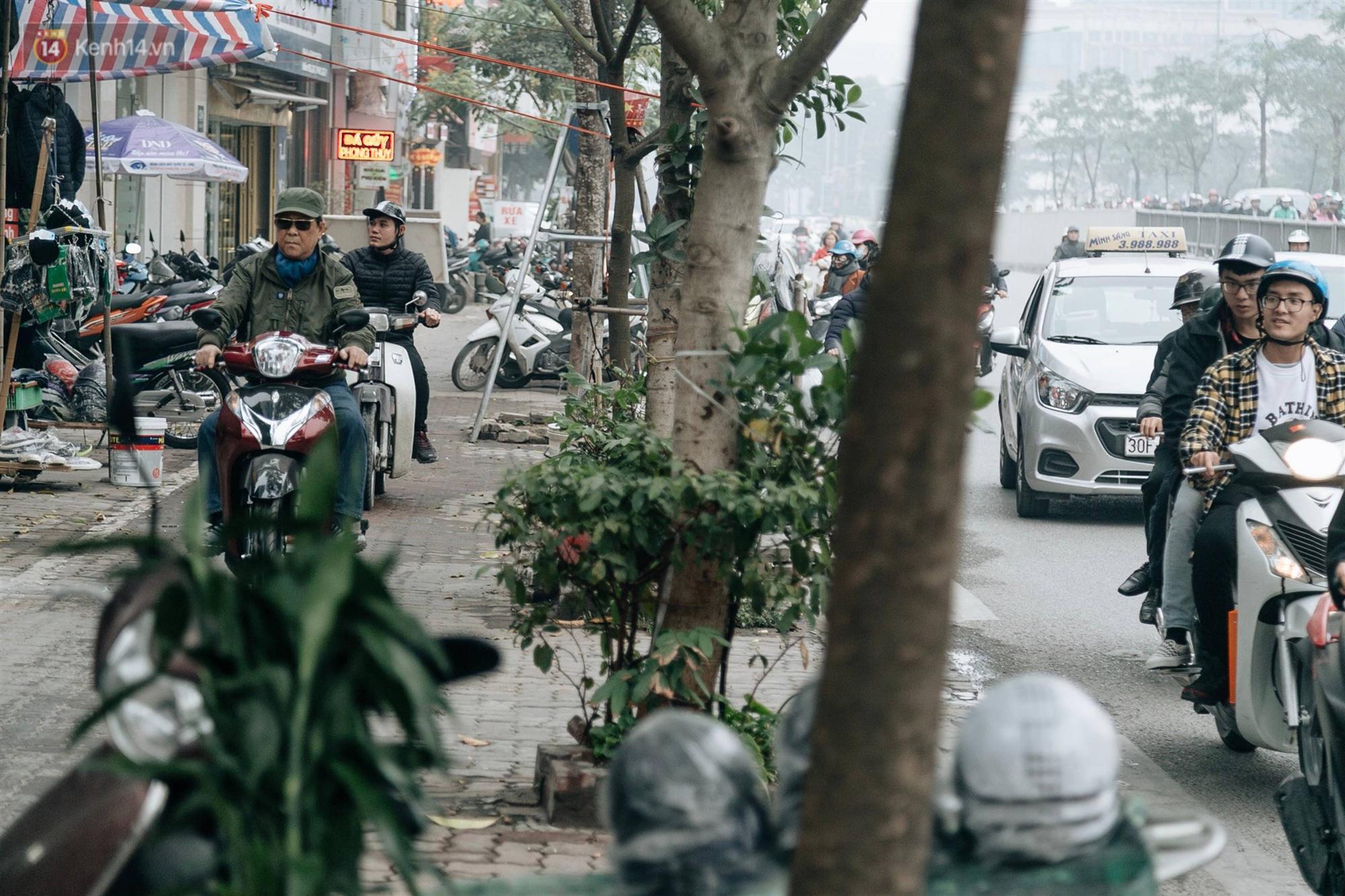 Chùm ảnh: Từ 3h chiều, đường phố Hà Nội ùn tắc không lối thoát ngày giáp Tết-15