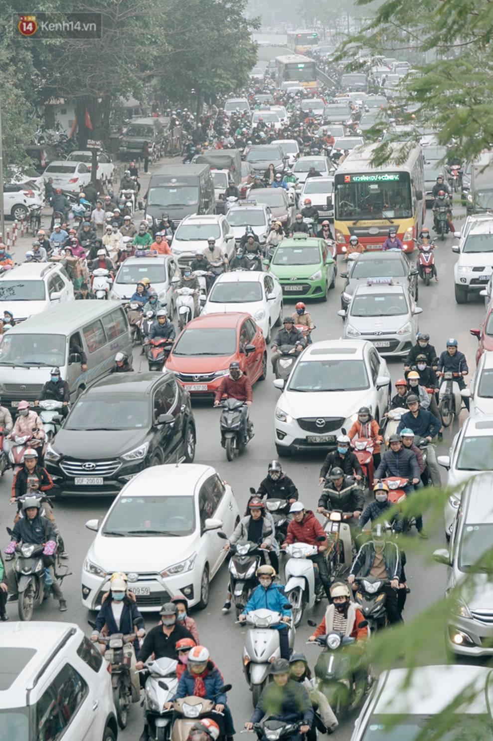 Chùm ảnh: Từ 3h chiều, đường phố Hà Nội ùn tắc không lối thoát ngày giáp Tết-6
