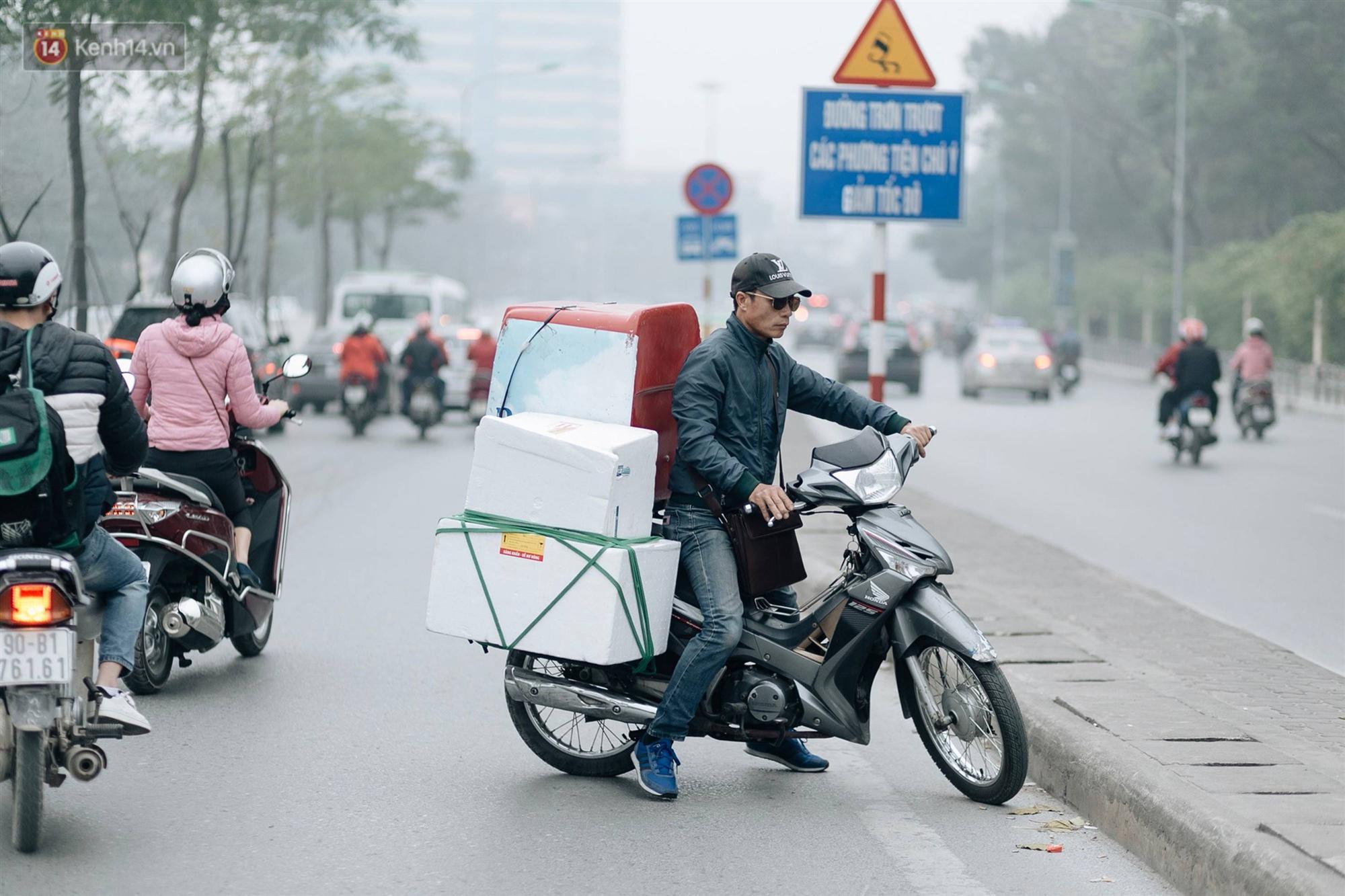 Chùm ảnh: Từ 3h chiều, đường phố Hà Nội ùn tắc không lối thoát ngày giáp Tết-9