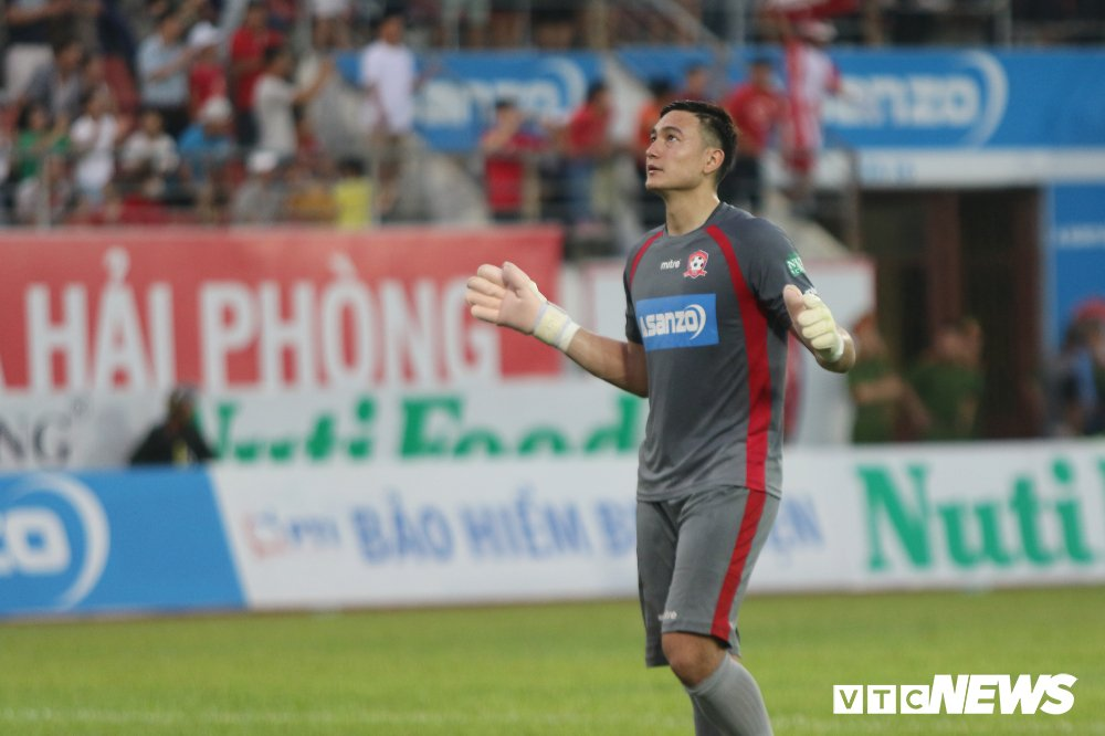 Đặng Văn Lâm: Từ những buổi tập trên sân bóng thả bò ở Lào tới vị trí thủ thành số 1 của tuyển Việt Nam-3